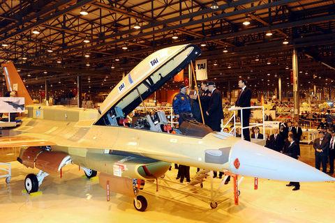 Cumhurbaşkanı Gül F-16 kokpitinde
