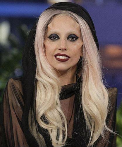 Gaga boynuzlarını çıkarttı