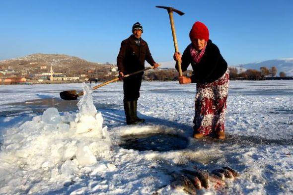 Buzda balık avı