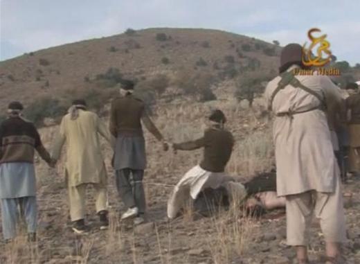 Taliban Pakistan askerlerini kurşuna dizdi