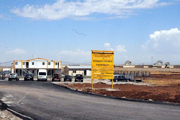 Cezaevi arazisinde Öcalan imzası