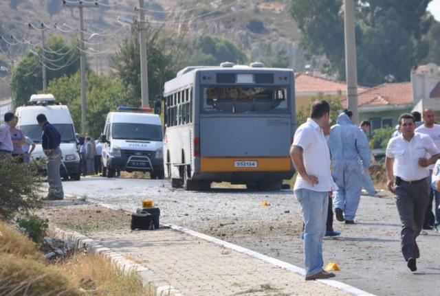 Foça'da bombalı saldırı