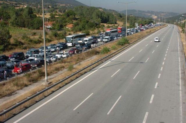 TEM'de trafik durdu