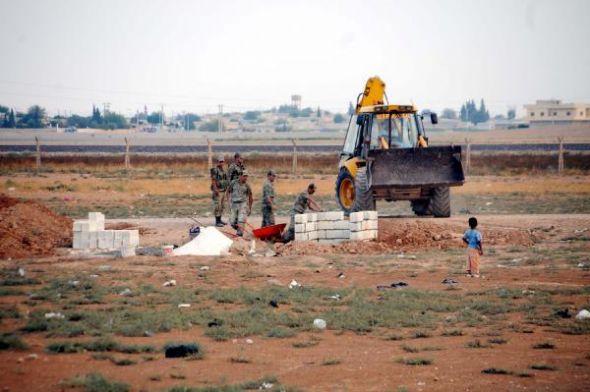 Suriye sınırına mevzi yapılıyor