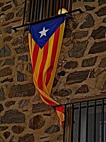 Katalanlar özerklik istedi