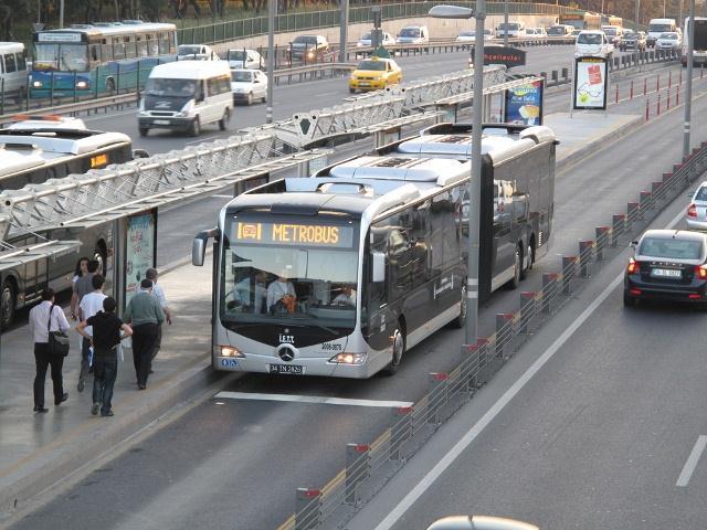 Metrobüse hiç bu açıdan baktınız mı?