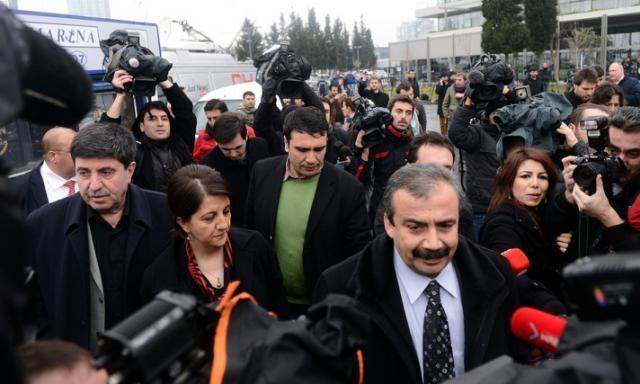 BDP'li vekiller İmralı'ya gitti