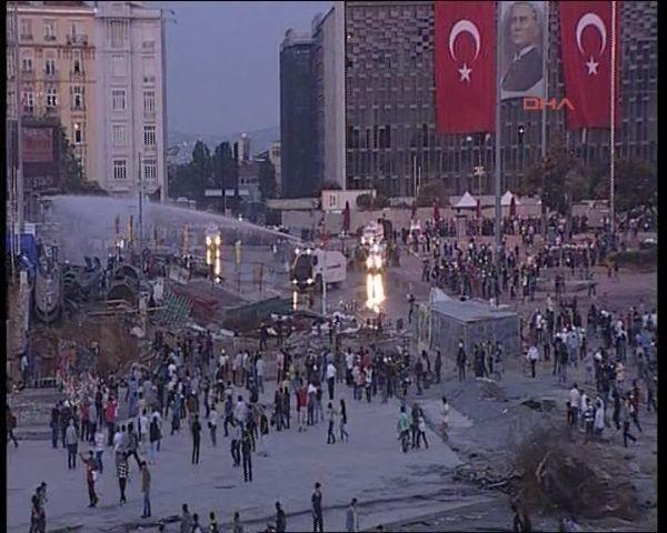 Taksim Meydanı ve Gezi Parkı'na müdahale