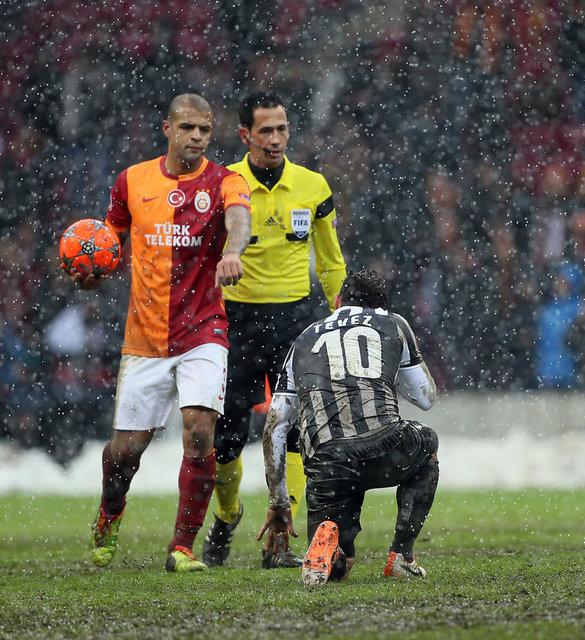 """Sneijder Juve ile dalga geçti"""