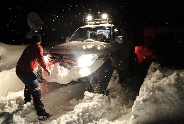 Karda mahsur kalan hastaların yardımına UMKE yetişti