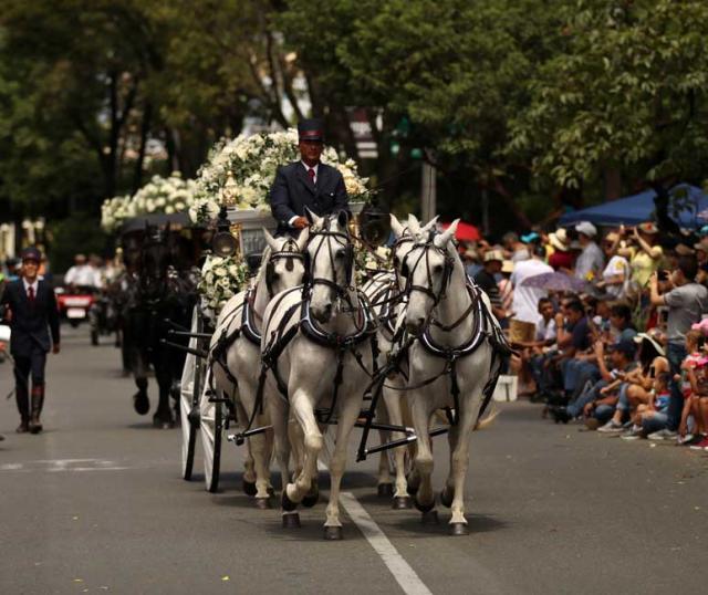 Kolombiya'da antik araba geçişi