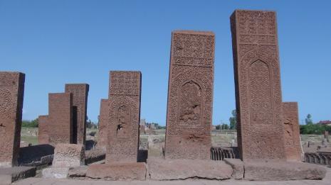 Türk milletinin hafızası bu taşlarda