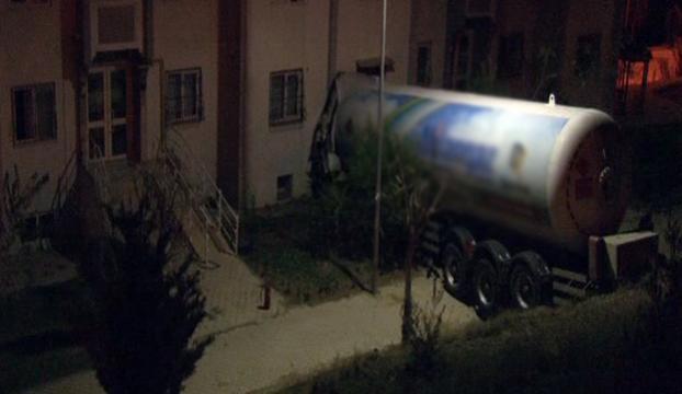 30 ton LPG yüklü tanker apartmana girdi