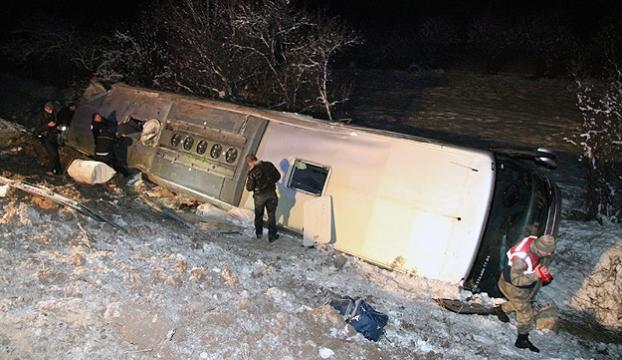 Sivasta yolcu otobüsü devrildi