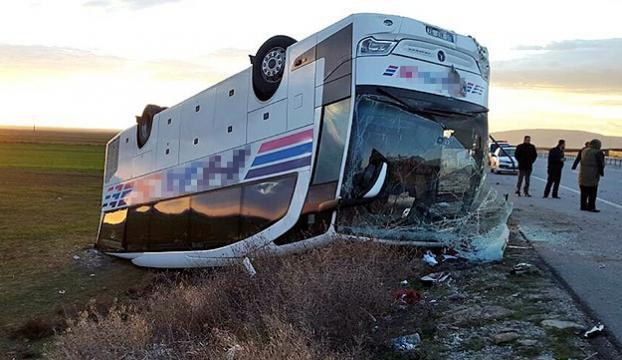 Eskişehirde yolcu otobüsü devrildi: 1 ölü, 29 yaralı