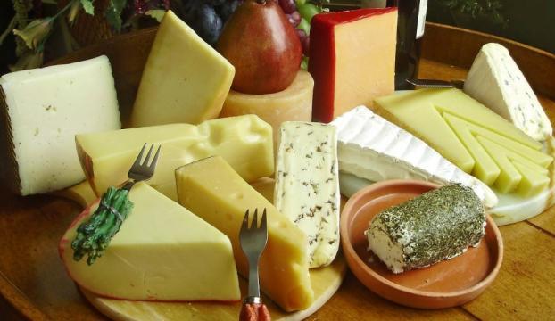 Peynire tuz düzenlemesi