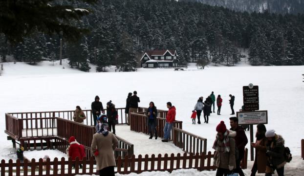 Kar yağışı Abant ve Kartalkayaya ilgiyi arttırdı