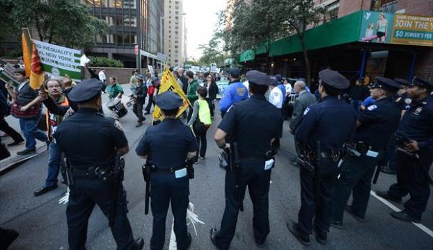 """ABDde polisin siyahileri vurulması çoğuna göre """"münferit olay"""""""