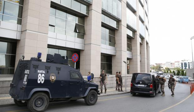 İstanbul Adalet Sarayı önünde silahlı kavga