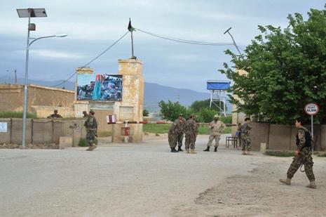 Afganistan'da askeri kampa saldırı : 140 ölü