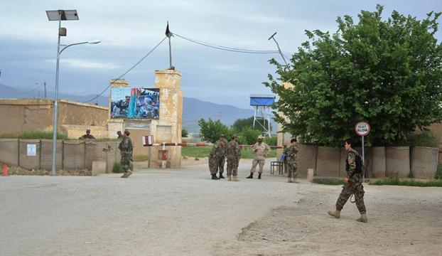 Afganistanda askeri kampa saldırı : 140 ölü