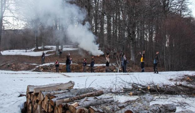 Dağda ağaç keserken yaralanan kişi güçlükle kurtarıldı