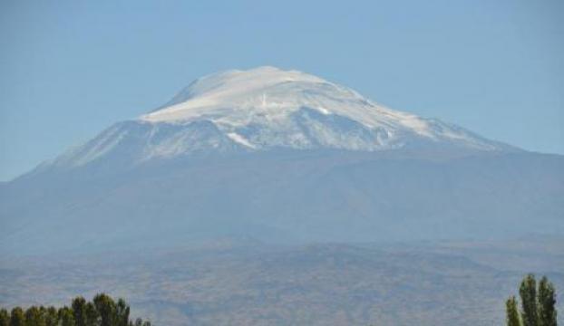 Ağrı dağına ilk kar yağdı