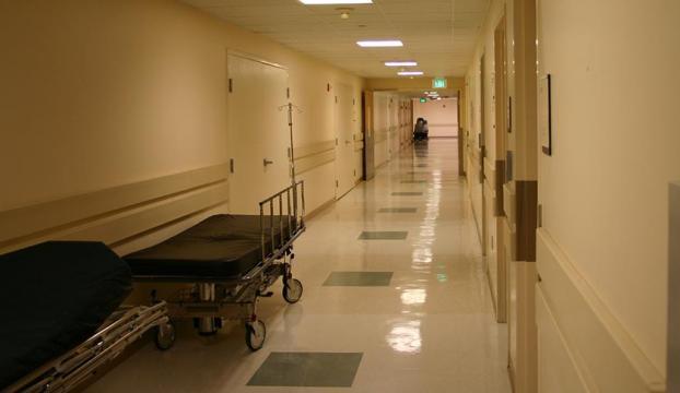 64 yaşındaki kadın ikiz doğurdu