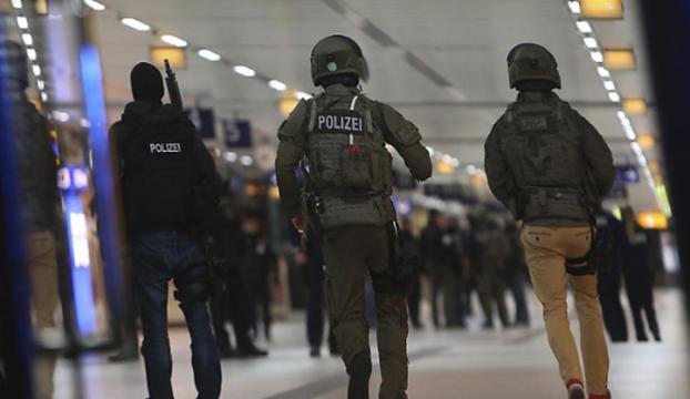 Almanyada tren garında baltalı saldırı! 3ü ağır 7 yaralı!