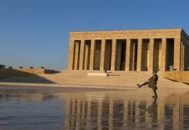 Bakan Kasapoğlu, Anıtkabir'i ziyaret etti