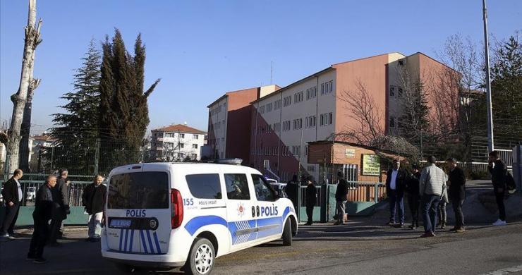 Ankara'da güvenlik görevlisi müdürü yaralayıp intihar etti