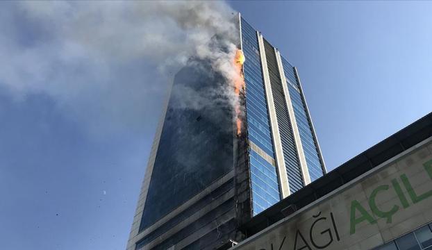 Ankarada iş merkezinde çıkan yangına itfaiye müdahale ediyor