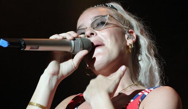 İngiliz şarkıcı Anne Marie Antalyada