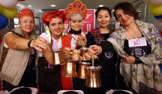 Antalyada yabancı gelinler Türk kahvesi pişirdi