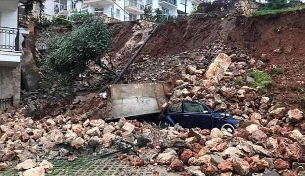 Antalyada kuvvetli yağış etkisini sürdürüyor