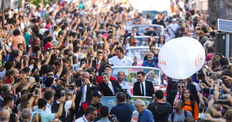 Antalya Film Festivali kortejinde Necati Şaşmaz ve Kurtlar Vadisi Vatan'a yoğun ilgi!