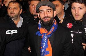 Arda Turan resmen Medipol Başakşehir'de