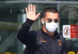 Galatasaraylı futbolcu Arda Turan, Kovid-19 test sonucunun pozitif çıktığını açıkladı