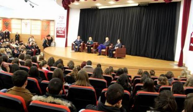 Arnavutluk Başbakanı Türk okulunu ziyaret etti