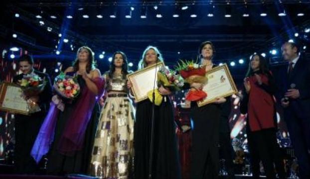Arnavutlukta Türk sanatçıya ödül