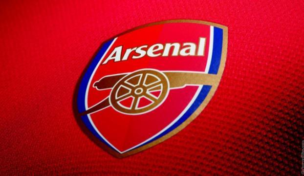 Arsenal, kaleci Lenoyu renklerine bağladı