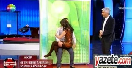testShow TV'de kucağa oturma rezaleti!