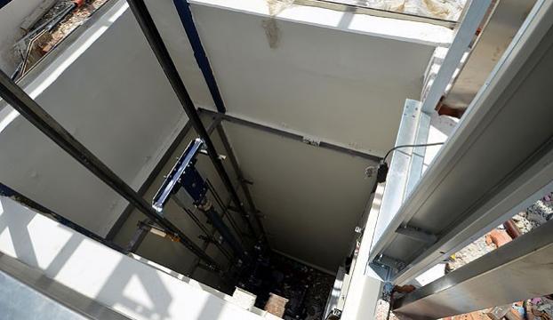 Asansör boşluğuna düşen işçi hayatını kaybetti
