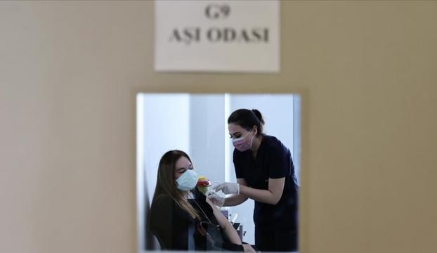 Kovid-19 aşı randevusunda yaş sınırı 25e indi