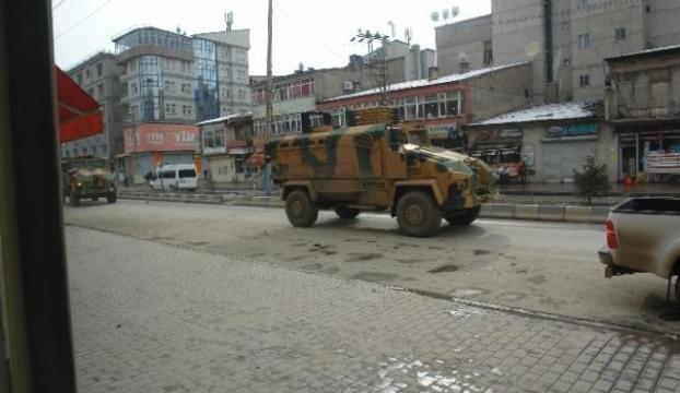 Askeri konvoya taşlı saldırıya polis müdahalesi
