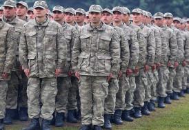Yeni askerlik sisteminin ilk yedek astsubayları yemin etti