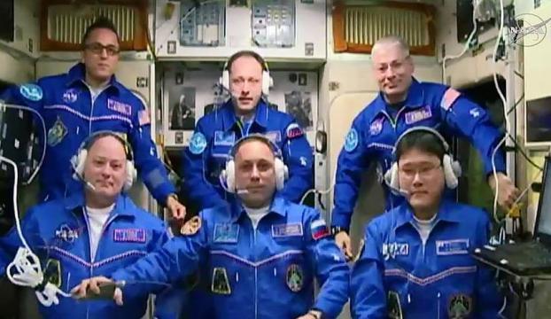 Yeni astronot ekibi UUİye ulaştı