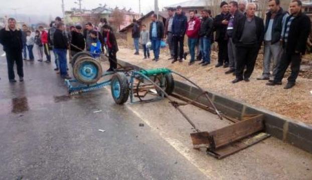 At arabasıyla otomobil çarpıştı: 1 ölü, 2 yaralı