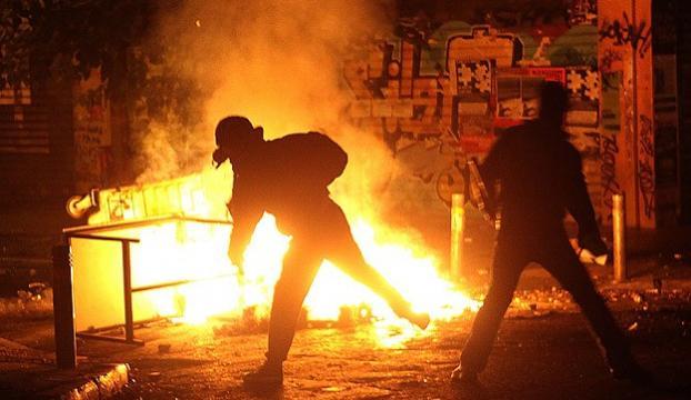 Anarşistler Atinayı ateşe verdi