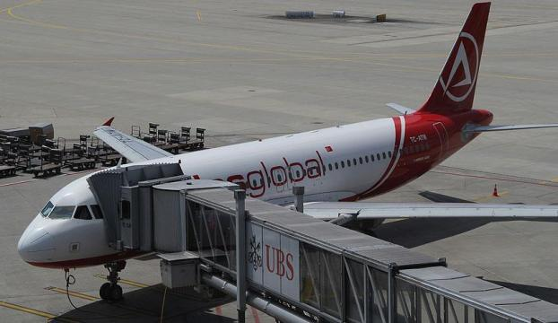Doludan burnu hasar gören uçak, İstanbula döndü